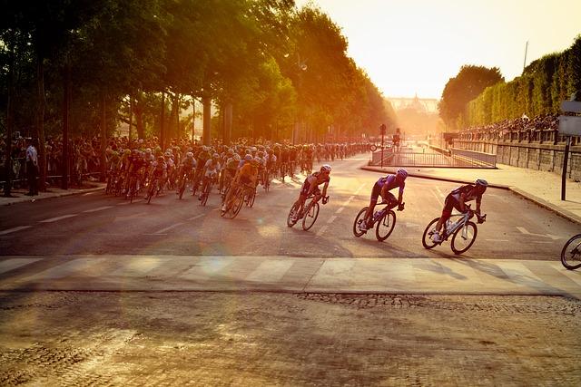 cyclists-601591_640
