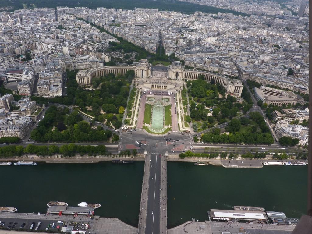 Eiffeltårnet mod Palais de Chaillot