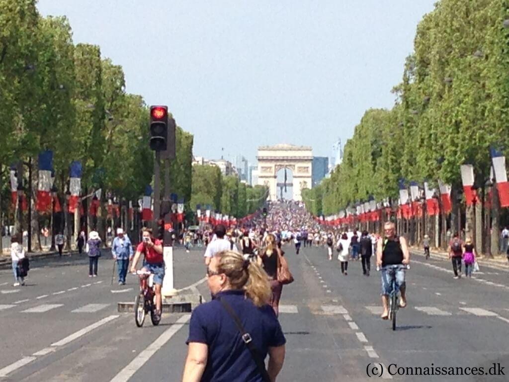 Champs Élysées bilfri søndag