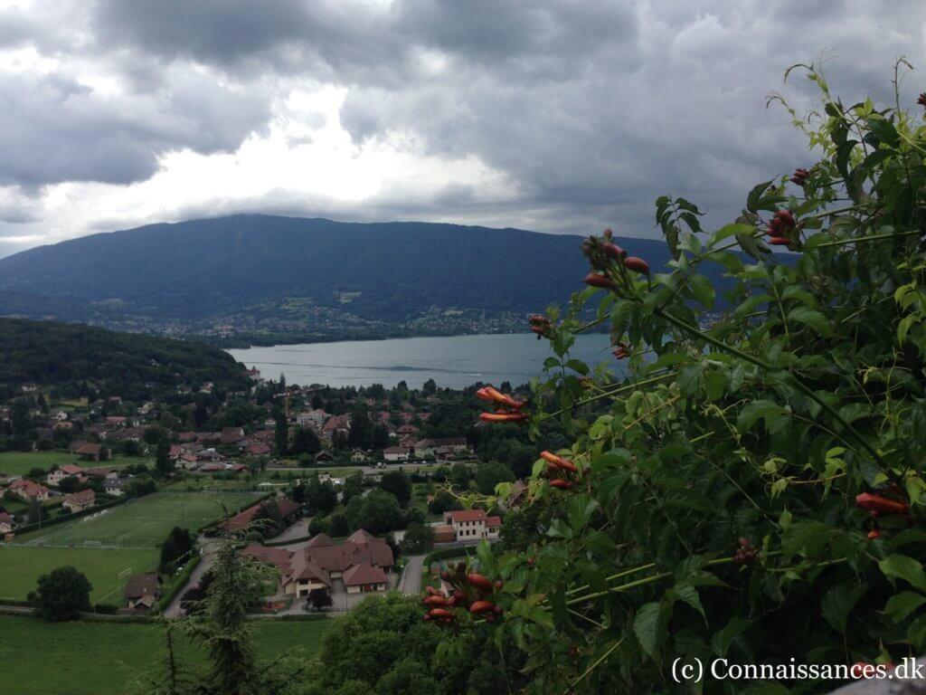 udsigt-sø-annecy-fra-chateau-menthon-saint-bernard