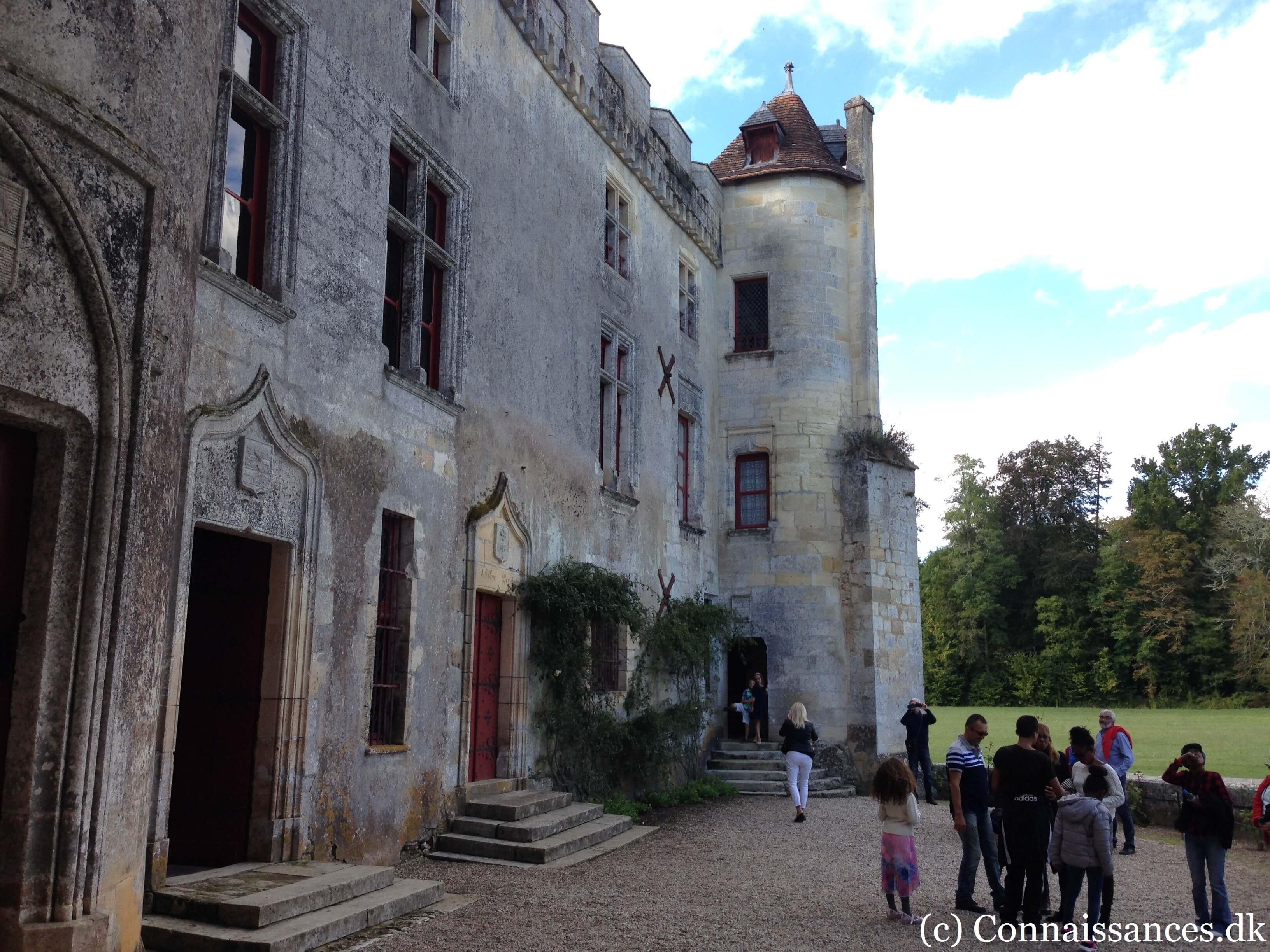 chateau-de-la-brede-montesquieu-cour